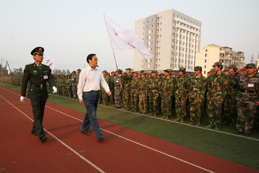 江苏省扬州技师学院隆重举行09级高中班新生开学典礼暨军训汇演