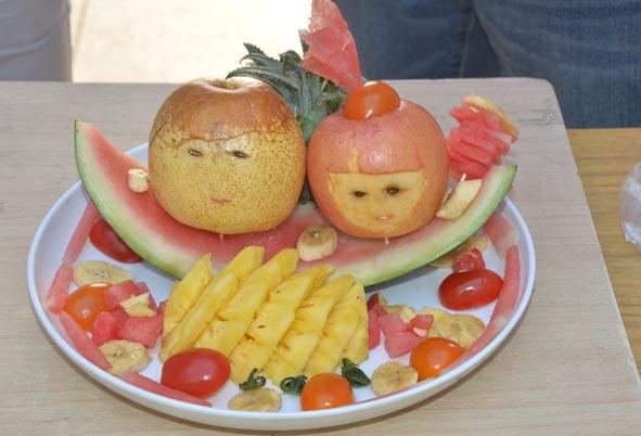 缤纷时尚 给力夏日——信息工程系举办水果拼盘比赛